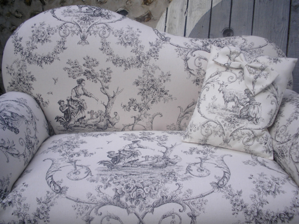 petit canape toile de jouy deco passion sol 39 n. Black Bedroom Furniture Sets. Home Design Ideas